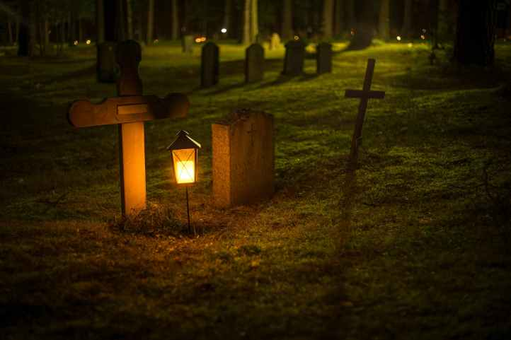 GraveyardAtNight